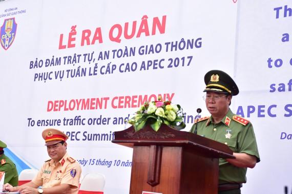 Thượng tướng Bùi Văn Nam, Ủy viên Trung ương Đảng, Thứ trưởng Bộ Công an, Trưởng Tiểu ban ANTT APEC 2017 phát biểu tại buổi ra quân