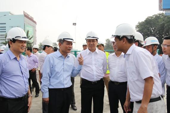 Bí thư Thành uỷ Trương Quang Nghĩa và Chủ tịch UBND TP Đà nẵng Huỳnh Đức Thơ kiểm tra công trình hầm chui Nguyễn Tri Phương - Điện Biên Phủ
