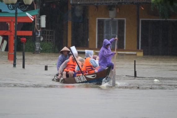 Nhiều người chết vì bão lũ có do chủ quan?