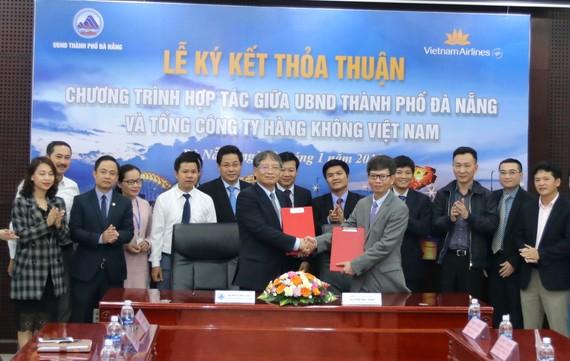 Đà Nẵng và Vietnam Airlines ký kết hợp tác