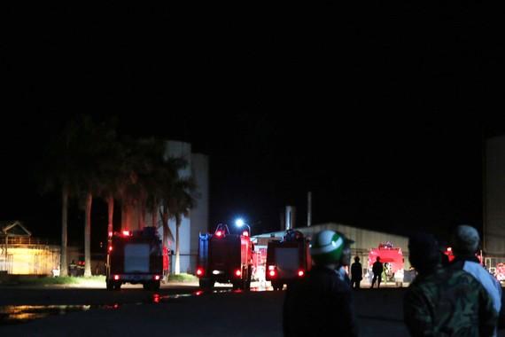 Lực lượng chữa cháy chuyên nghiệp khống chế ngọn lửa