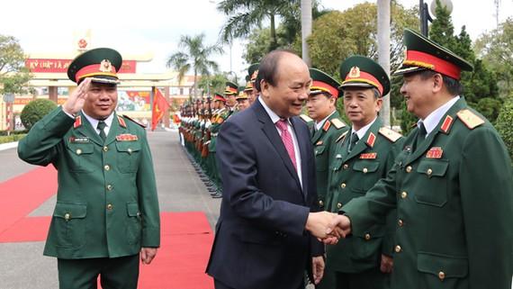 Thủ tướng Nguyễn Xuân Phúc thăm, chúc Tết Bộ Tư lệnh Quân khu V. Ảnh: NGUYÊN KHÔI