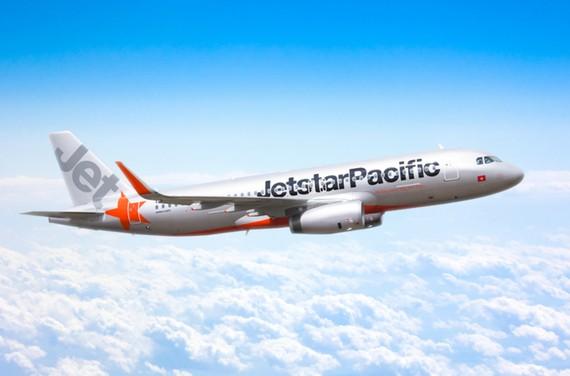 Du khách nước ngoài nhận lại gần 300 triệu đồng quên trên máy bay