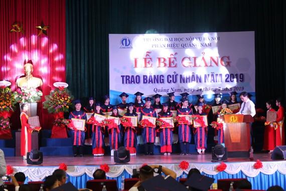 Phân hiệu Trường Đại học Nội vụ Hà Nội tại Quảng Nam tổ chức Lễ bế giảng và trao bằng tốt nghiệp
