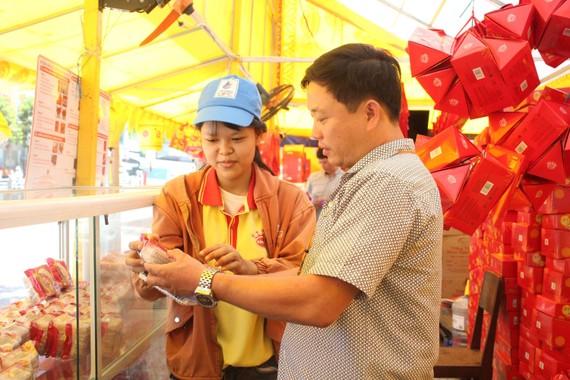 Ban ATTP TP Đà Nẵng kiểm tra bánh Trung Thu