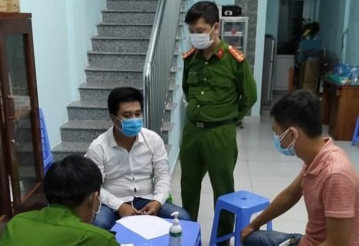 Công an phường Nại Hiên Đông lập biên bản đối với Phạm Quang Hùng