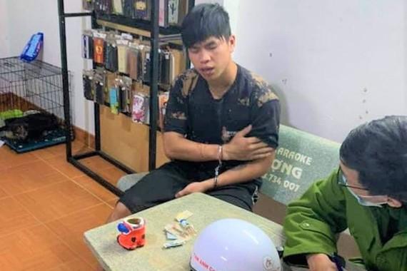Đối tượng Lê Văn Phương bị bắt giữ. Ảnh: Báo Lâm Đồng