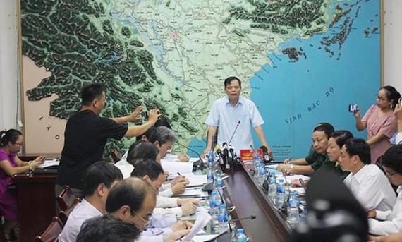Ông Nguyễn Xuân Cường, Trưởng Ban chỉ đạo Trung ương về phòng chống thiên tai chỉ đạo các giải pháp ứng phó tại cuộc họp khẩn chiều nay 25-7