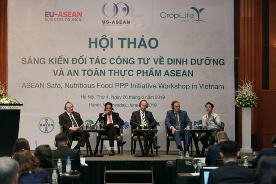 Các chuyên gia từ các hiệp hội tham gia thảo luận về đảm bảo an toàn thực phẩm tại Việt Nam