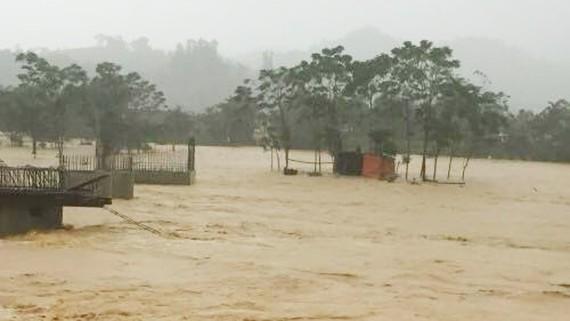 Không khí lạnh đang gây lũ lụt nặng tại các tỉnh Nghệ An, Hà Tĩnh (Trong ảnh là cảnh ngập lụt tại Hương Sơn - Hà Tĩnh). Ảnh: Ban chỉ đạo Trung ương về phòng chống thiên tai