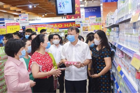 Thứ trưởng Đỗ Thắng Hải: Các siêu thị ăm ắp hàng, không lo thiếu