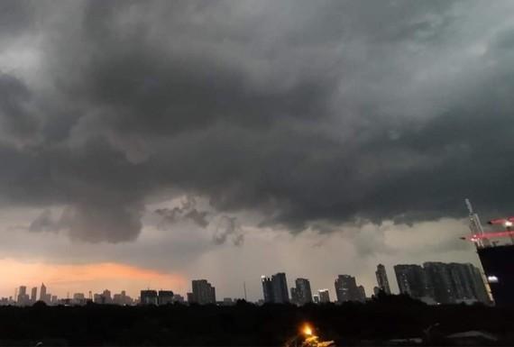 Theo dự báo thời tiết, tối 7-9, Hà Nội có thể có mưa dông