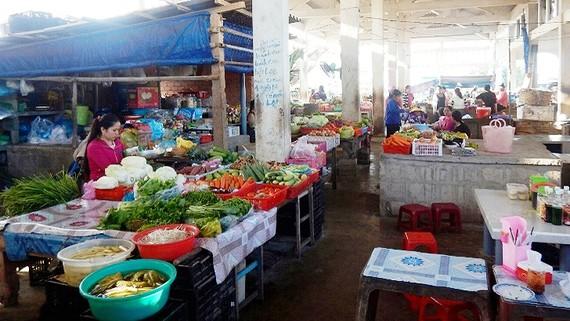 Đảm bảo cung cấp đủ các nhu yếu phẩm cần thiết cho đảo Phú Quý trong dịp Tết Nguyên đán 2018.
