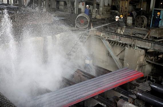 Steel billet is cooled at Luu Xa Steel Mill, a provider of ingot steel for Thai Nguyen Iron-Cast Steel Plant. (Photo: VNA/VNS)