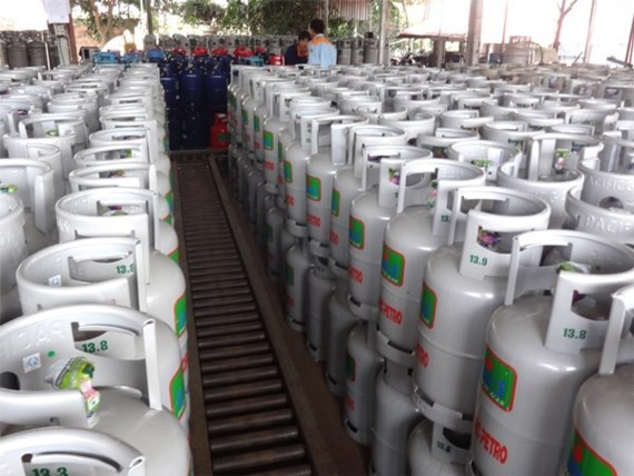 Gas price increases VND16,000 a 12 kilogram cylinder from September 1 (Photo: SGGP)