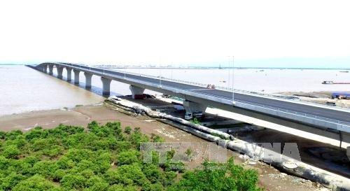 Vietnam's longest sea bridge in the northern port city of Hai Phong opened to traffic. (Photo: VNA)