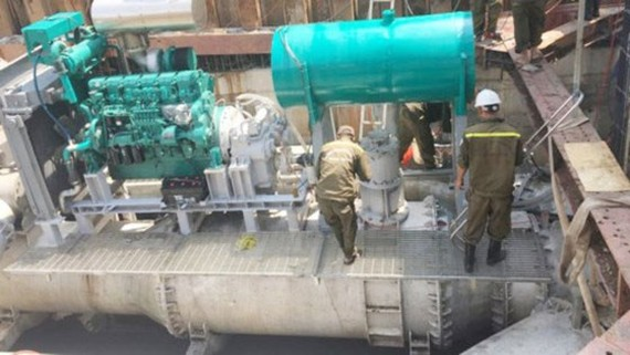 Anti-flooding pumps in Nguyen Huu Canh street (Photo: SGGP)