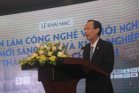 Standing deputy chairman of HCMC People's Committee Le Thanh Liem makes a statement to open Technology Expo and Innovation Startup Conference 2018 in HCMC on October 18 (Photo: Tien Phong)