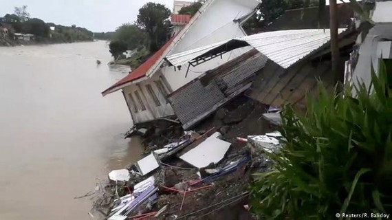 A house in the Philippine collapse due to Storm Usman (Photo: Reuters)