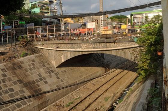 Hang Ngoai bridge will be rebuilt in 2019 (Photo: SGGP)
