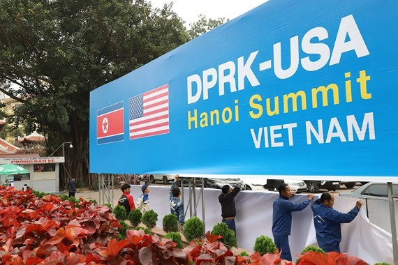 Workers install a panel to welcome the DPRK-USA Summit in Hanoi (Photo: SGGP)