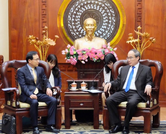 HCMC Party Chief proposes Samsung to build research, development center Secretary of Ho Chi Minh City Party Committee Nguyen Thien Nhan yesterday proposed Samsung to build a research and development center in HCMC with the group's strength and experience