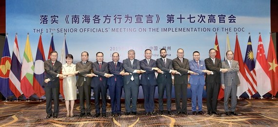 Delegates to the meeting pose for a group photo (Photo: VNA)