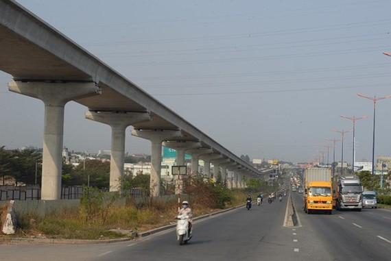 An above the ground stretch of Ben Thanh-Suoi Tien metro line in HCMC (Photo: SGGP)