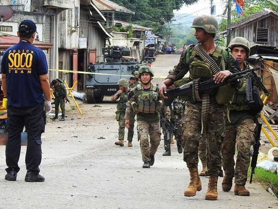 The Crime Operatives (SOCO) police and the Explosive Ordnance Disposal (EOD) members conduct an investigation after a blast in the temporary Camp of 1st Brigade Combat Team (1BCT) in Barangay Kajatian, Indanan, Sulu (Source: gulfnews.com)