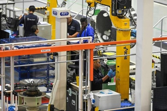 Singapore's Purchasing Managers' Index (PMI) slipped to 49.6 in June, down 0.3 point from the previous month. (Photo: AFP)