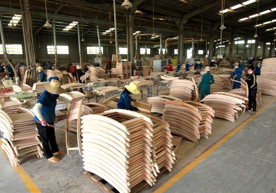 Vietnam earned nearly US$5.23 billion from forestry exports in the first half of 2019, up almost 20 percent year on year (Photo: VNA)