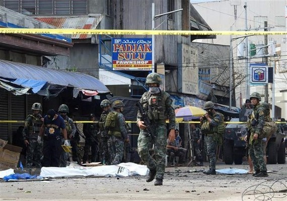 At the site of a bombing in the Philippines (Photo: AFP/VNA)