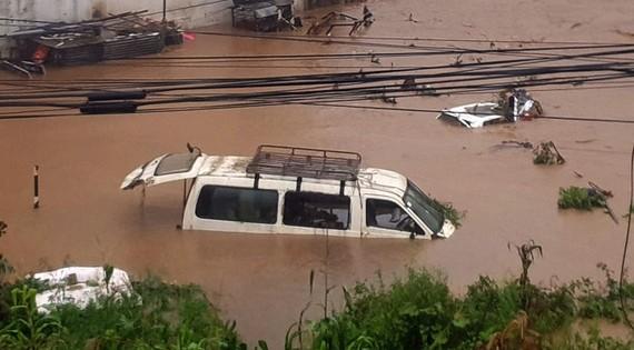 Flood triggered by heavy rains in Kathmandu, Nepal, on July 12 (Photo: Xinhua/VNA)
