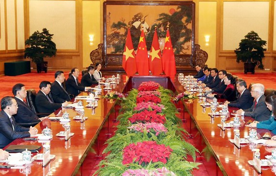 While in Beijing, NA Chairwoman Nguyen Thi Kim Ngan holds talks with Chairman of the Standing Committee of the National People's Congress of China Li Zhanshu. (Photo: VNA)