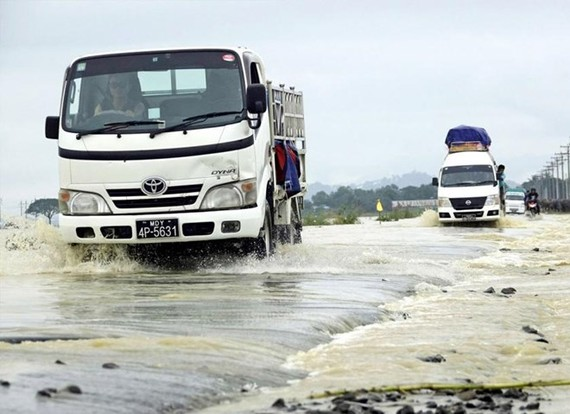 Vehicles drive through floodwater on a highway near Kyauktaw township in Myanmar's Rakhine state (Source: www.mmtimes.com)