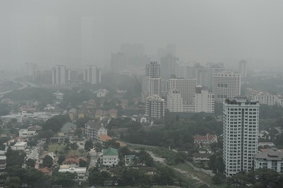 Smog covers Kuala Lumpur capital city of Malaysia (Photo: AFP/VNA)