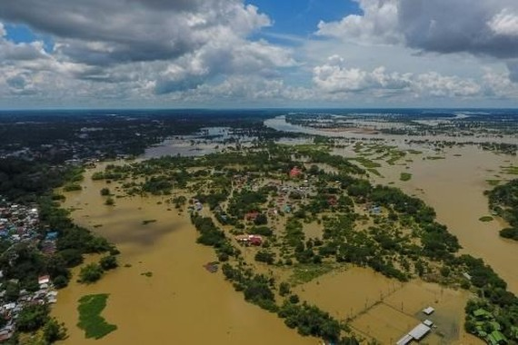 Floods in the last two weeks have submerged homes, roads, and bridges in northeastern Thailand (Photo: AFP/VNA)
