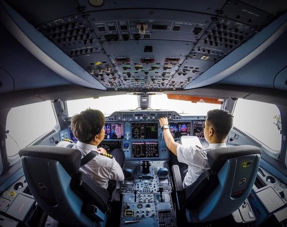 After receiving basic training, pilots would join theory courses. (Photo: SGGP)