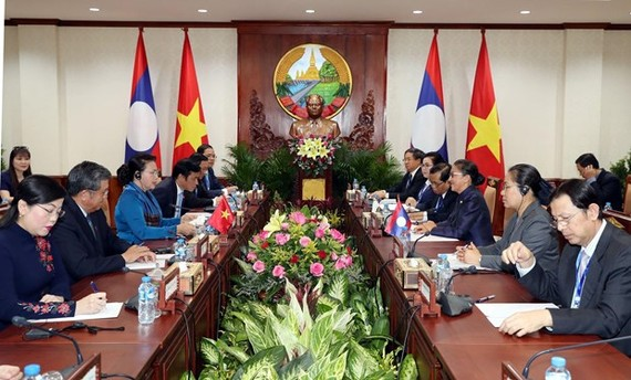 At the talks between Chairwoman of Vietnam's National Assembly Nguyen Thi Kim Ngan and her Lao counterpart Pany Yathotou (Photo: VNA)