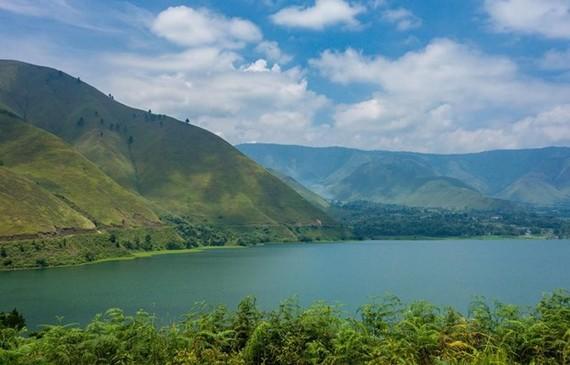 Toba Lake (Source: Wikipedia)