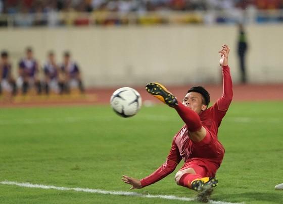 Midfielder Nguyen Quang Hai opened the score for Vietnam