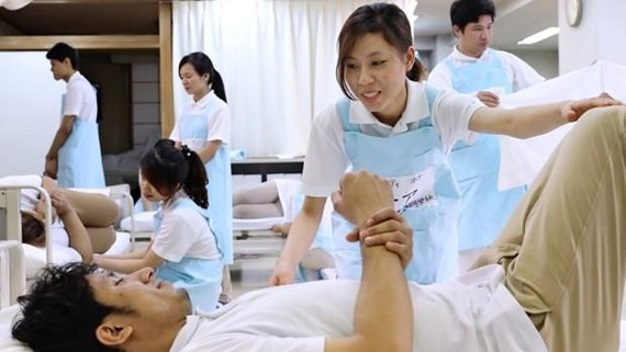 Vietnamese nurses trained in Japan. (Source: asia.nikkei.com)