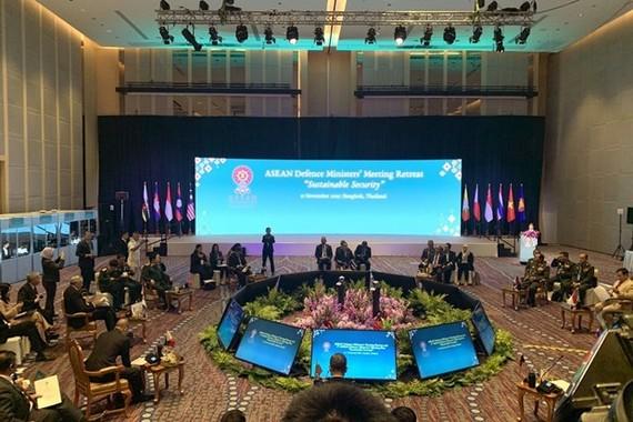 At the ASEAN Defence Ministers' Meeting Retreat in Bangkok on November 17 (Photo: VNA)