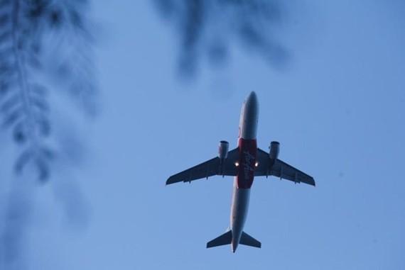 A Thai AirAsia jet takes off from Krabi airport. (Photo: Post Today)