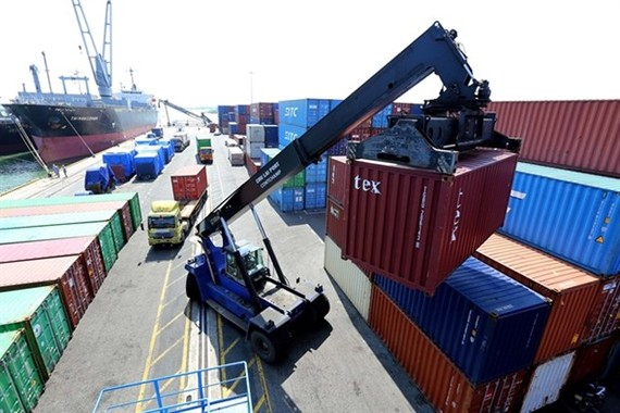 A container is loaded at Chu Lai Port in Quang Nam Province. Vietnam lacks a well-connected logistics network which can boost agricultural product trade and export. (Photo: VNA)