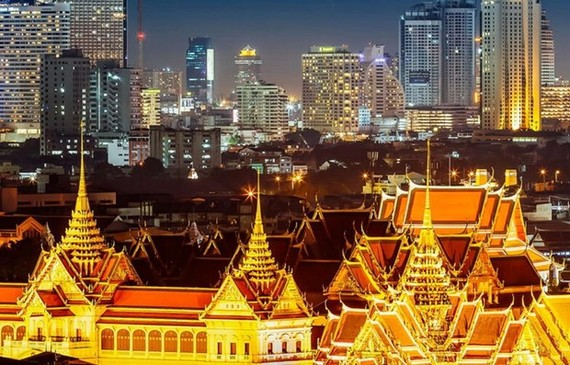 Bangkok by night (Source: smartertravel)