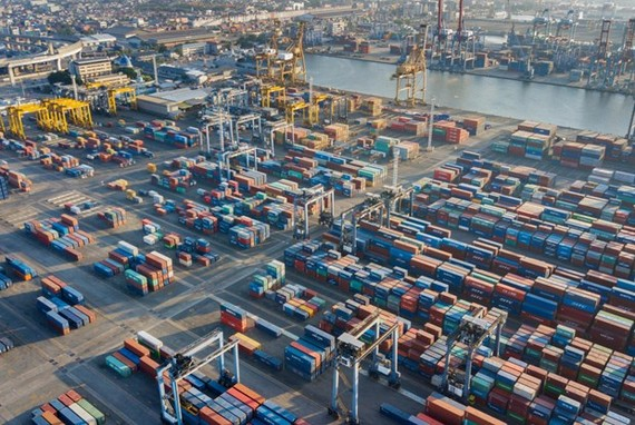 Shipping containers at Tanjung Priok Port in Jakarta (Shutterstock.com)