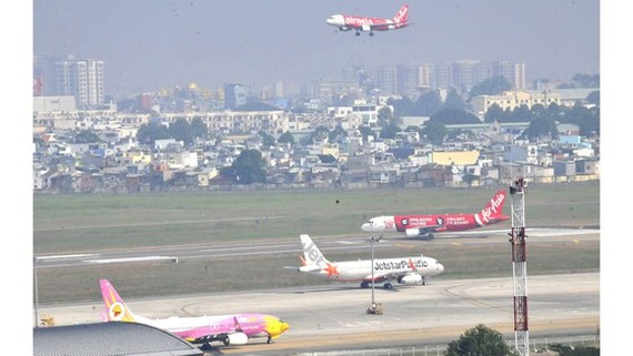Planes from multiple airlines operating at Tan Son Nhat International Airport