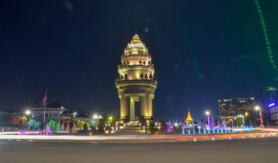 A display of lights near the Independence Monument in Phnom Penh. (Source: Khmer Times)
