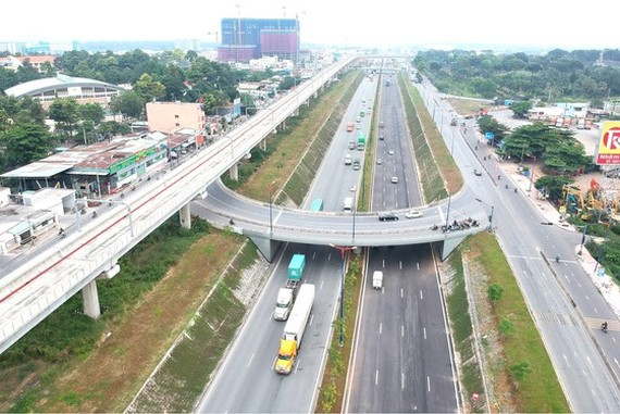 The newly open to traffic intersection in front of Vietnam National University HCMC (Photo: SGGP)
